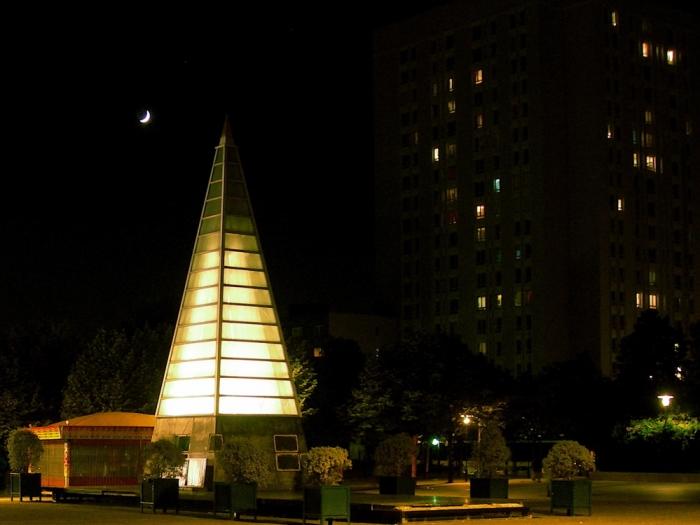 lune et pyramide