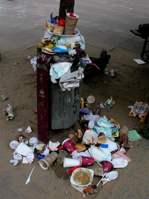 poubelle de jardin d'enfants / kindergarten trash
