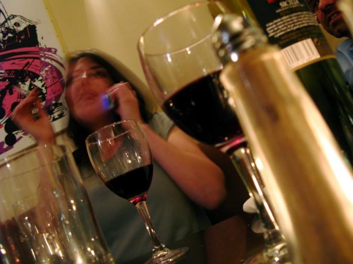 vin, telephone et cigarette / wine, phone and cigarette