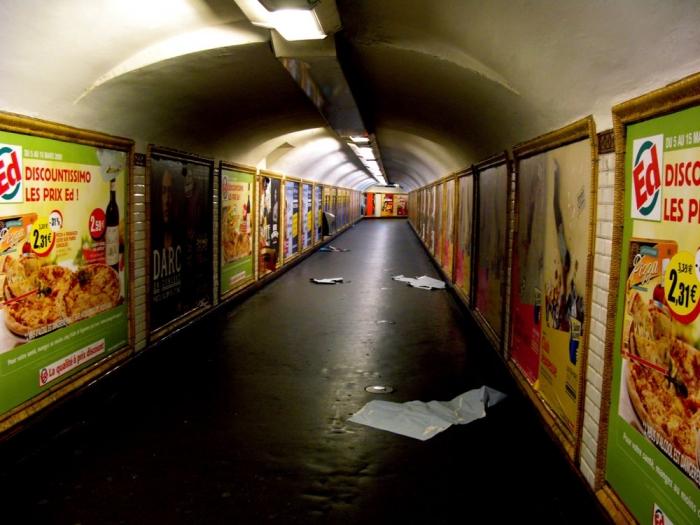 dans le métro / in the subway